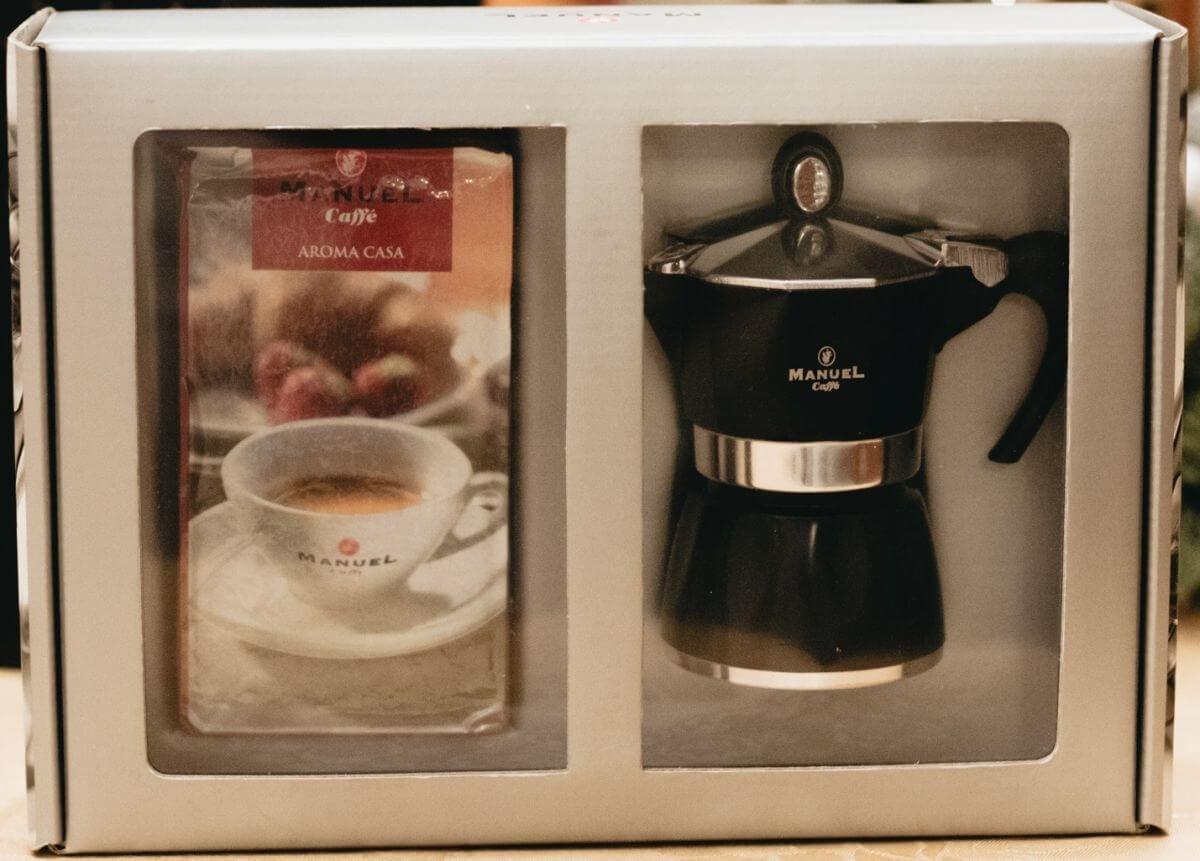 Díszdobozos egyszemélyes kotyogós kávéfőző + 250 gr őrölt Aroma Casa kávé